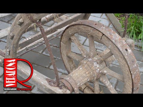 Garden with rustic wheelbarrow - Perfect Restoration, Renovace starého třakaře.