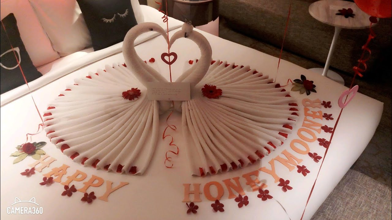 Romantic Room Bed Decoration With Flower Candies Surprise For Your Love Birthday Honeymoon