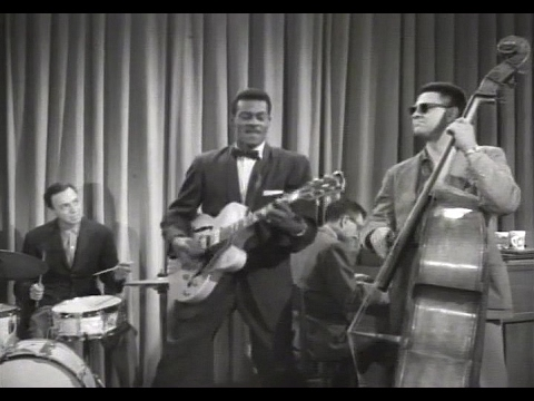 Chuck Berry - Little Queenie (1959) - Feat. Alan Freed and Ritchie Valens