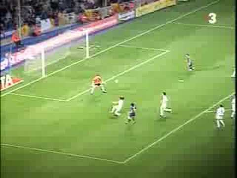 Messi's first goal in Barça! - YouTube