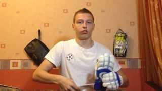 Смотреть видео вратарские перчатки uhlsport