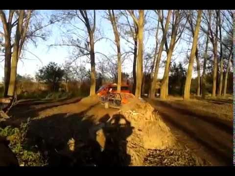 Autocross Mali Idjos spriner i prikolica dupla na stazi AUTO M