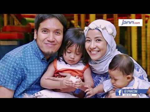 Sujud Syukur Keluarga Natasha Rizki dan Desta, Karena... Mp3