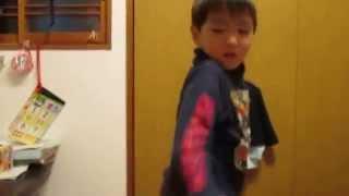 4歳キッズが初めてジャッキー・チェンのアクション映画を見た直後に興...