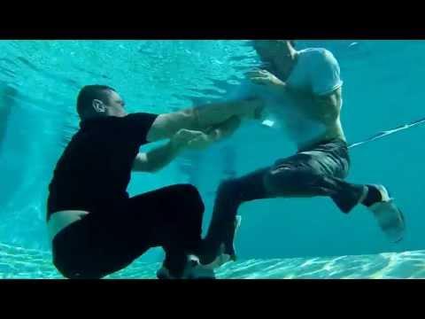 Under Water Fight