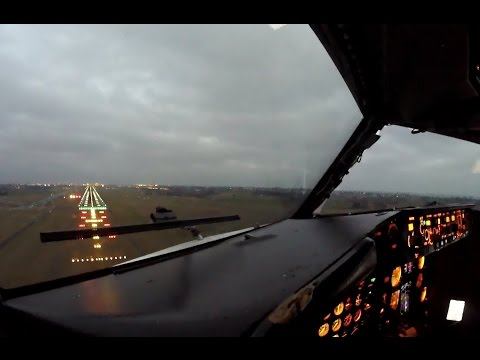 Heavy Crosswind Landing in Copenhagen - Cockpit 737