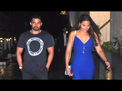 Cameraman CATCHES Sonakshi Sinha With Boyfriend Bunty Sajdeh?