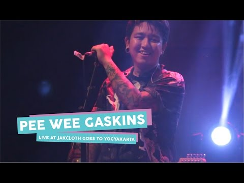[HD] Pee Wee Gaskins - Kertas Dan Pena (Live at JakCloth Goes to Yogyakarta, Mei 2017)