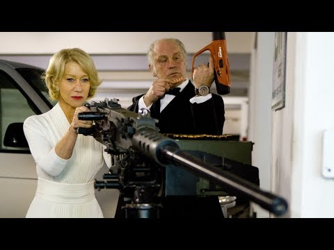 大妈前边作战,大爷后边默默的安装子弹,这才是顶级杀手中真正的艺术家!