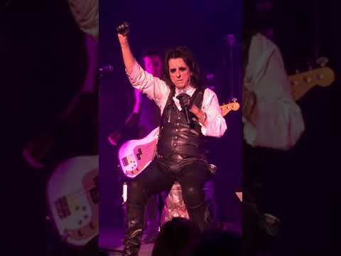 Alice Cooper LIVE - Only Woman Bleed