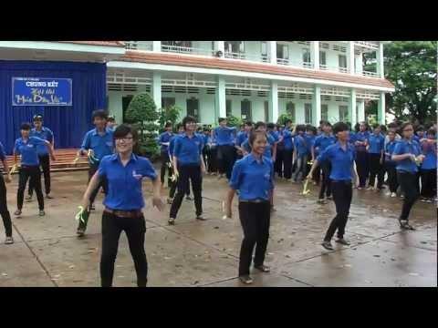 Ngày Đẹp Tươi - 11A5 - THPT TX Bình Long - Múa dân vũ