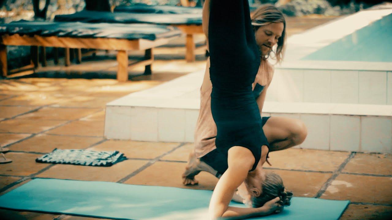 Ashtanga Yoga - Forearm Balance, Pinchamayurasana with Mark Robberds