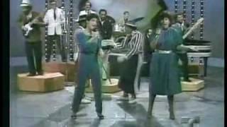 Miami Sound Machine (Gloria Estefan & Merci Navarro) - Baila Conmigo (Noche De Gala)