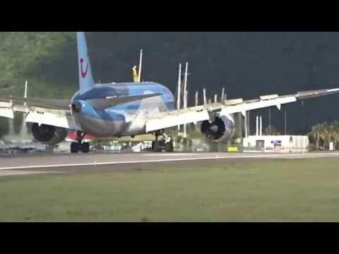 B 787 DREAMLINER FIRST LANDING AT TNCM SXM JULIANA AIRPORT 30/10/15