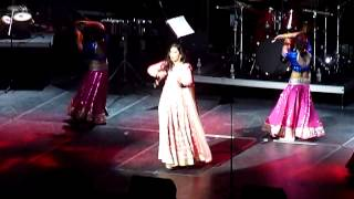 Shreya Ghoshal - Yeh Ishq Haaye/Dhol Baaje (Live in Chicago - Aug 15, 2014)