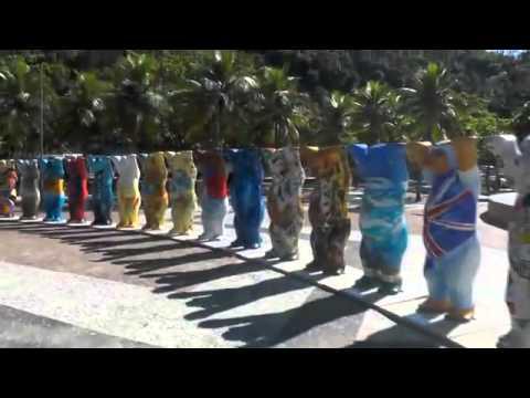 'Ursos' Gigantes Chamam A Atenção Em Praia Carioca - Leitura Dinâmica 01/05/2014