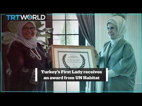La première dame de Turquie, Emine Erdogan, reçoit le prix du champion mondial Waste Wise Cities