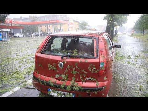 Modena, grandinata con vento a 111 chilometri orari: danni e feriti