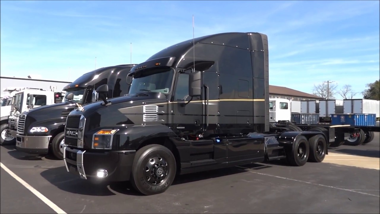 Looking At Trucks The Mack Anthem Youtube