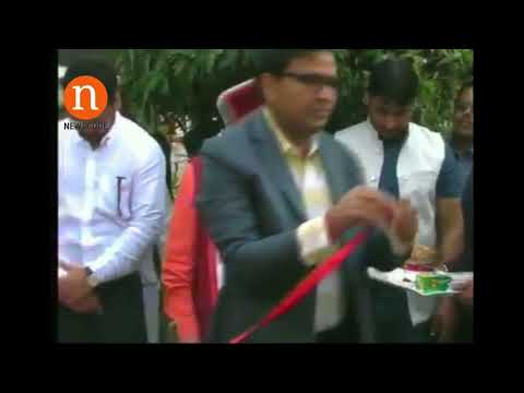 BJP leader Murli Manohar Joshi scolds officials in Kanpur during ribbon cutting
