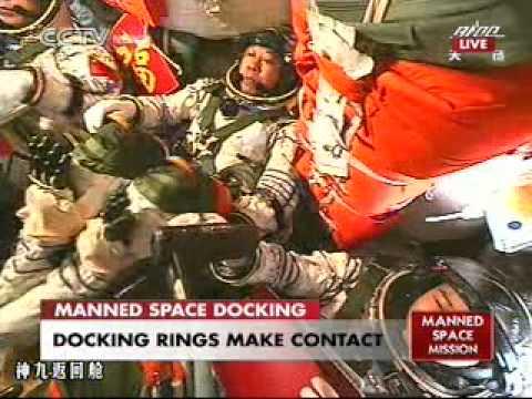 Shenzhou 9 docks with Tiangong-1