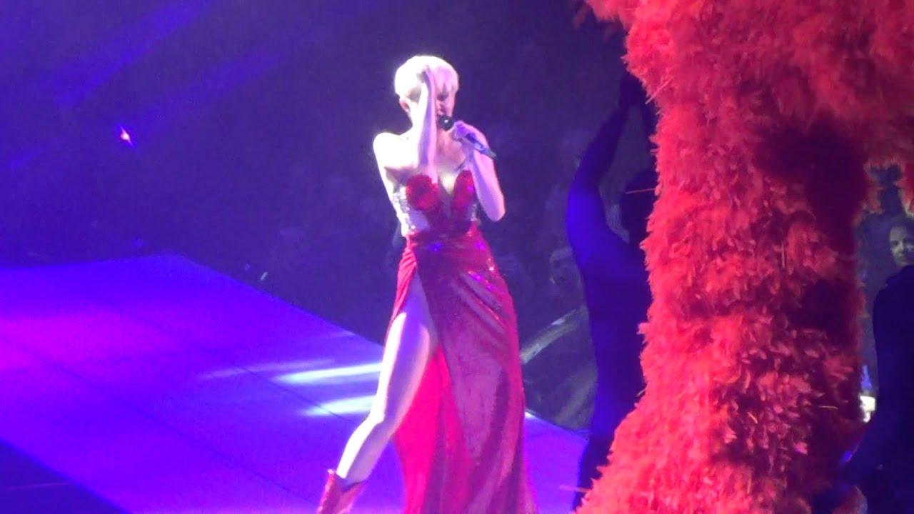 Miley cyrus bangerz tour in tac ass show - 3 7