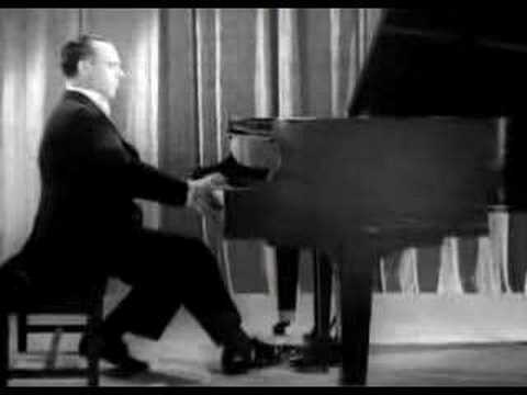 Jose Iturbi plays Liszt Hungarian Rhapsodie no. 11