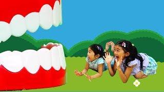 ハンドスピナーで歯がポロリ...逃げるパパの歯に襲われて食べられちゃう~><himawari-CH