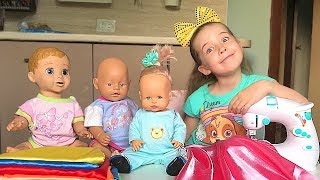 Маша пошила своим куклам красивые платья на швейной машинке для детей