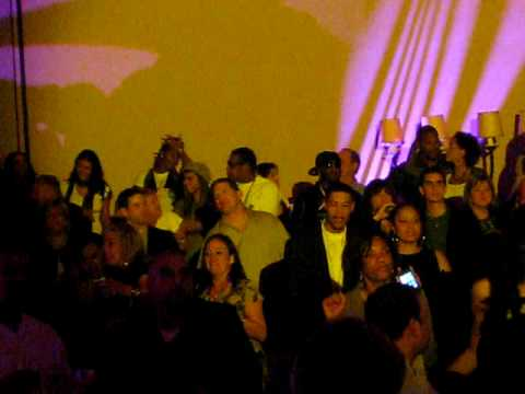 Jay - Z dancing with Beyonce, Young Jeezy watches