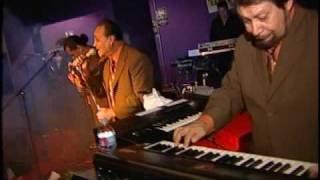 Arturo Cisneros y Sus Freddy's (En Vivo)...