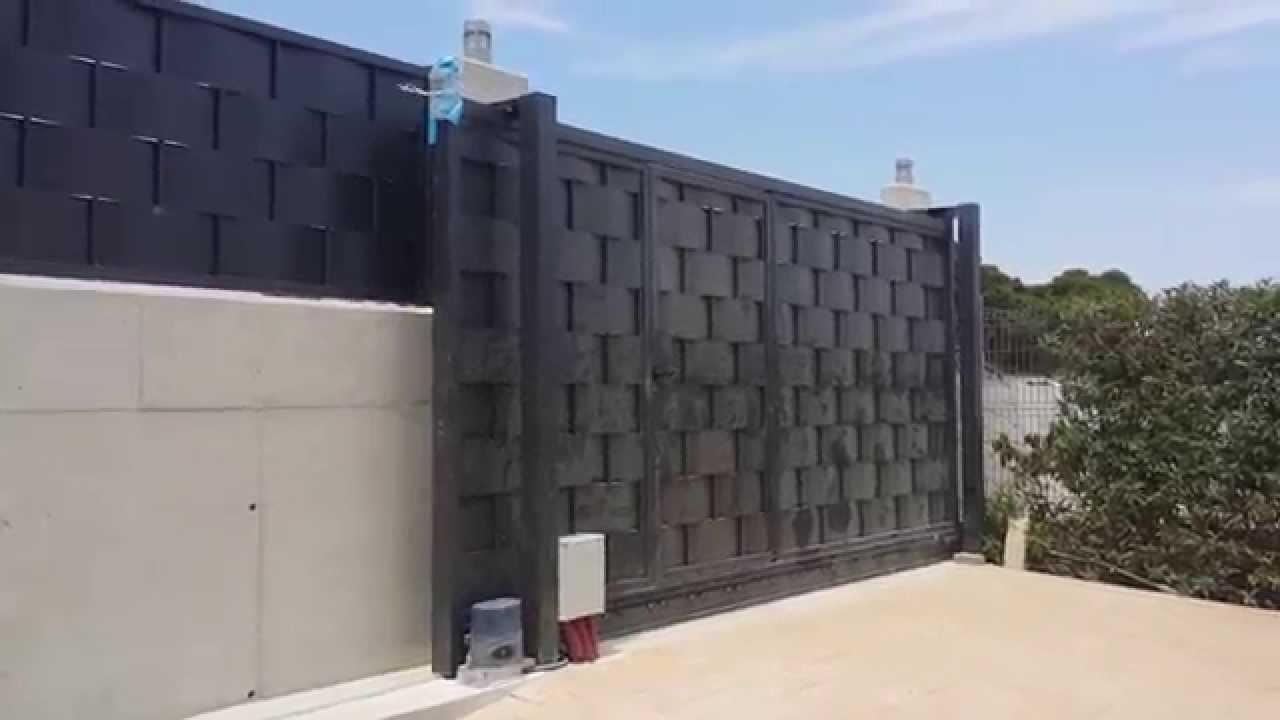 Puerta corredera y verja residencial de chapa trenzada for Construir puerta corredera