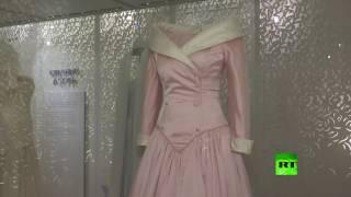 بالفيديو.. تواصل التحضيرات لافتتاح معرض أزياء الأميرة ديانا
