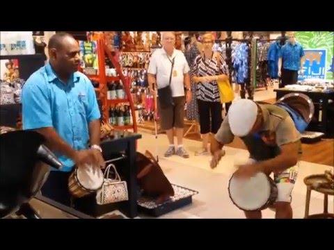 Improvisation at Fiji islands shopping center(improvisacion en centro comercial en islas Fiyi)