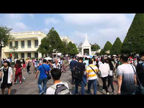 Wat Phra Kaeo Tourists