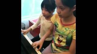 歐陽娜娜和娣娣的三手聯彈 thumbnail