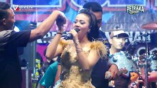 Download lagu Selimut Biru New Pallapa Live Petraka 2018 Siska Valentina MP3