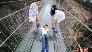 Chinois VS pont en verre !