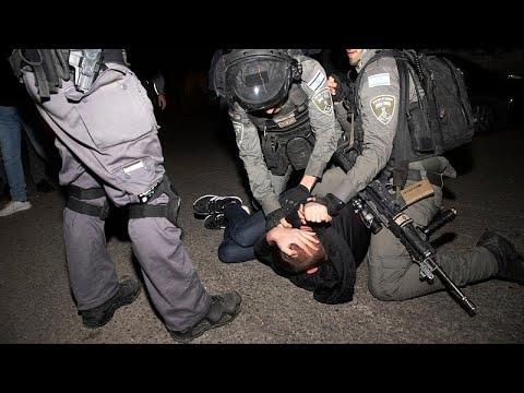 ليلة ليلاء بالقدس: اشتباكات عنيفة بين الفلسطينيين والمستوطنين في حي الشيخ جراح …  - نشر قبل 5 ساعة