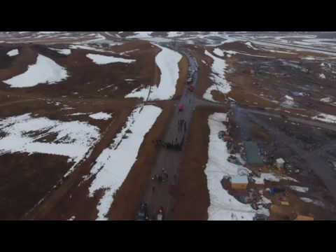 Drone captures police standoff at Dakota Access Pipeline protest site