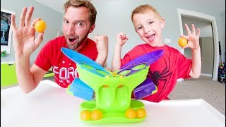 Baixar Father & Son PLAY BUBBLE PONG! / Don't Get Bubbled!