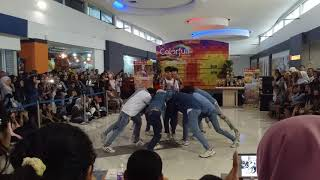 Video Wanna One - Energetic Dance Cover by Wanna Play [250917] download MP3, 3GP, MP4, WEBM, AVI, FLV November 2017