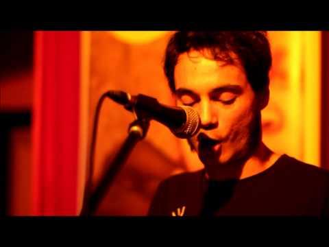Gilbertástico - Un nombre vasco (en Deluxe Pop Club el 15/03/2013)