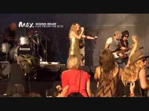 taylor-swift---love-story-live-@-sound-relief-in-sydney-hq