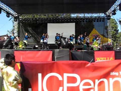 GDPT Truc Lam performs Nang Son Ca at Hoi Cho Tet 2010.AVI
