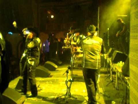 Alacranes Musical- Besos De Fuego