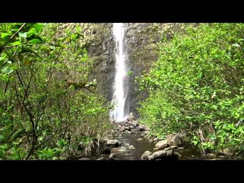 Waiilikahi Falls in Waimanu Valley