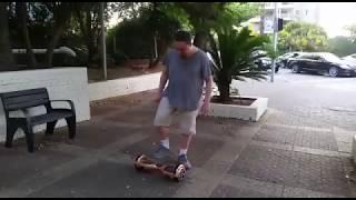 3839 - אבא קריר מנסה הוברבורד לראשונה בחייו