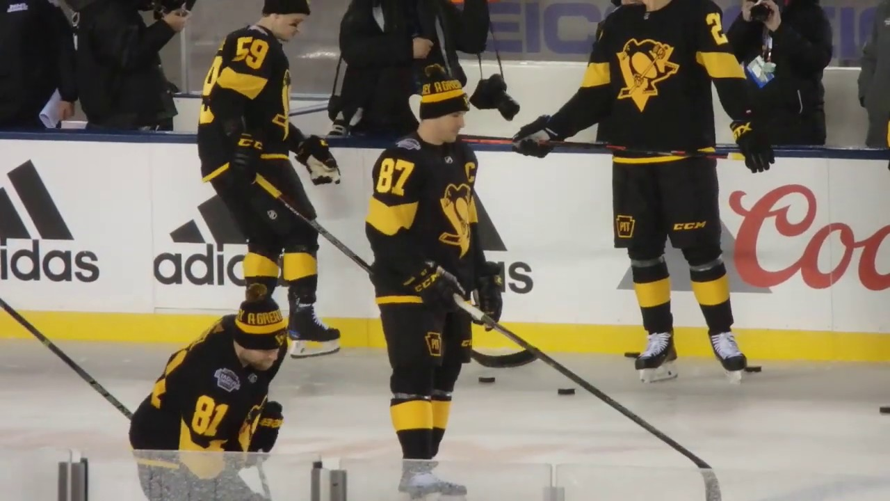 official photos fdc32 35f94 Sidney Crosby Stick Handling - Warm Ups 2019 NHL Coors Light Stadium Series