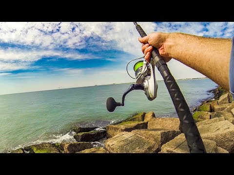 Jetty Fishing with a Big Spoon = Big Fish *Using new reel*